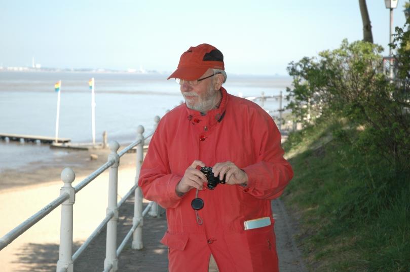 Dr. Jürgen Schmädeke, Freizeit am Nordseestrand in Dangast. Foto: Helmut Burlager