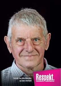 """Titel des Buches """"Respekt"""". Die Autoren Brigitte Meiners, Cornelia Lüers, Helmut Burlager und Christoph Hinz sowie die Fotografin Sigrid Kasdorf  stellen darin 53 Menschen aus dem Jeverland vor, die 75 Jahre und älter sind."""