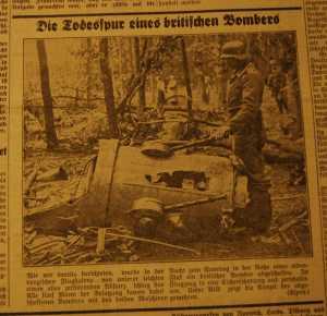 Das Jeversche Wochenblatt berichtete nach dem Absturz des Kampfbombers mit einem Foto auf Seite 1.