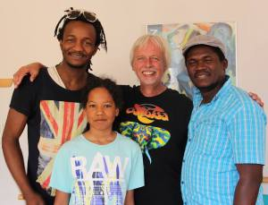 Beim Workshop in Wittmund, von links Bafode Soumah, Manni Dirks, Bolly Konatè und John. Foto: Daniela Buhl
