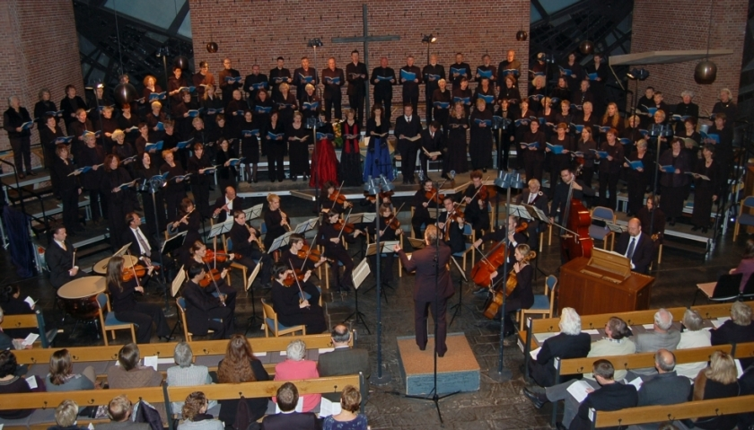 Die Stadtkantorei Jever führt, begleitet von renommierten Orchester, immer wieder große Werke der Kirchenmusik auf. Die Stadtkirche Jever bietet dazu die ausgezeichnete Akustik. Foto: Ev.-luth. Kirchengemeinde Jever