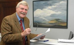 Dr. Heinz Behrends, bekannter Rechtsanwalt und Notar, langjähriger Kommunalpolitiker und Aufsichtsratsvorsitzender der Volksbank Jever. Foto ©: Helmut Burlager