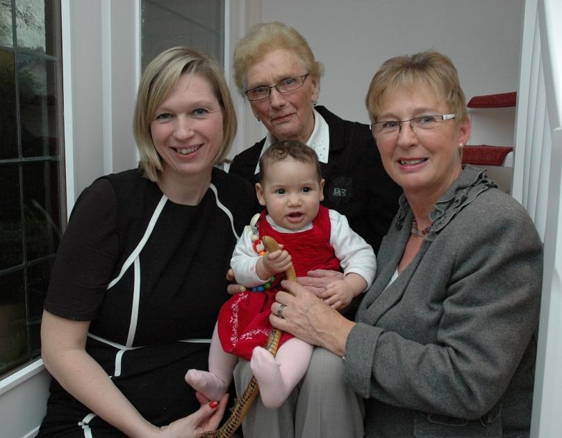 Wegen der kleinen Jaye und mit ihr zusammen reisen Maike Neunaber, Alma Rodyk und Antje Neunaber nach Gambia. Am 25. Februar geht es los. Foto: Helmut Burlager