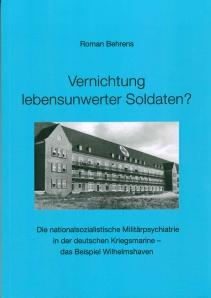 Das heutige Nordwest-Krankenhaus Sanderbusch, während des Weltkrieges Militärlazarett. Titelseite des Buches von Roman Behrens. Isensee-Verlag.