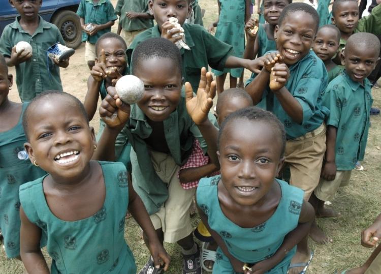 Kinder in Ghana - offen, fröhlich, neugierig - und fußballverrückt. Foto: Helmut Burlager