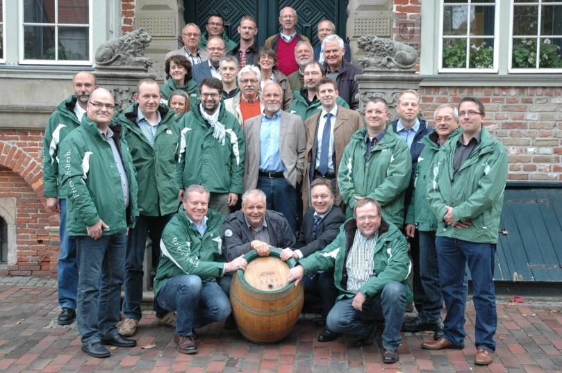 Die Prüfkommission muss entscheiden, ob das Bier verkauft werden darf oder an die Armen verschenkt werden muss. Foto: Helmut Burlager