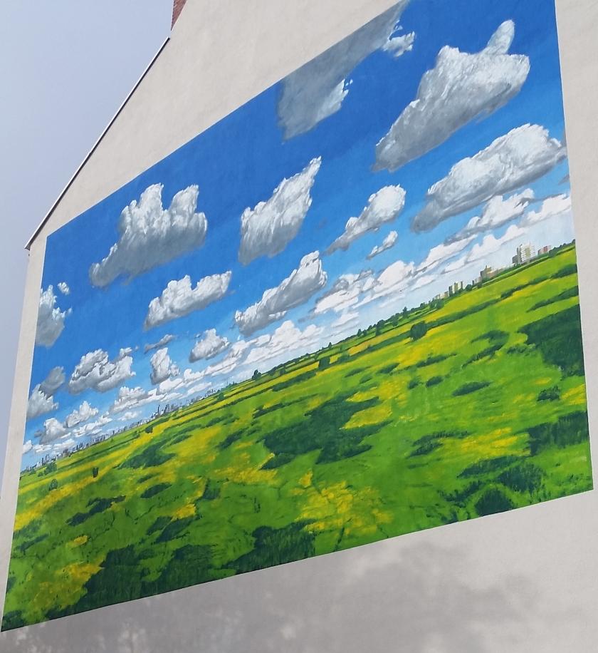 """Die """"Norddeutsche Landschaft"""" von Heiner Altmeppen, Kunstfreunden im Nordwesten vielleicht bekannt von Besuchen in der Kunsthalle Emden, ziert jetzt ein Haus in Wilhelmshaven. Foto: Wilhelmshaven Touristik"""
